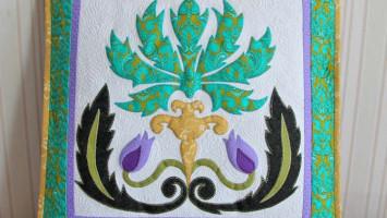 Подушка лоскутная «Лесной цветок»