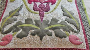 Подушка лоскутная «По мотивам Морриса»