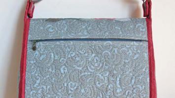 Сумка-планшет стеганая с ручной аппликацией «Карина»