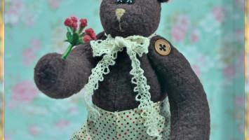 """Текстильная игрушка """"Мишка с цветочком"""""""