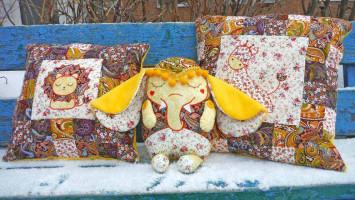 Лоскутные подушки и игрушка слонёнок