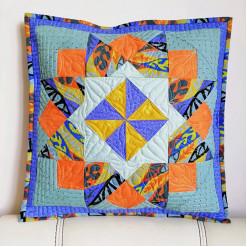 Лоскутная декоративная подушка «Афина»